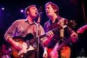 Joe Emery -guitarrista y cantante- y Daniel Wilcox -guitarrista- de The Ugly Beats, Kafe Antzokia. 2011