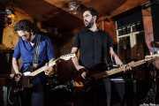 Rudy Mental -voz y guitarra- y Eddy Maracas -bajo- de Collider, The Dubliners, Bilbao. 2011