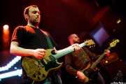 Barry Burns -teclista y guitarrista- y Dominic Aitchison -bajista- de Mogwai, Kafe Antzokia, 2011