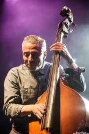 Jimmy Sutton, contrabajista de JD McPherson, Kafe Antzokia, Bilbao. 2011