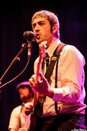David Sánchez Damián, cantante, guitarrista y buzuki de Dr. Maha's Miracle Tonic (26/11/2011)