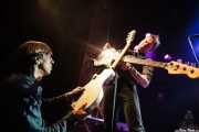 Ken Fox -bajo y voz- y Keith Streng -guitarra y voz- de The Fleshtones (Kafe Antzokia, Bilbao, 2012)
