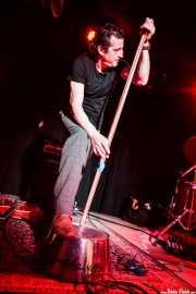 Paco Luis Martos, washtub bass, bajista y guitarrista de Guadalupe Plata (30/03/2012)