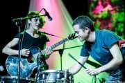 Miryam Petralanda -batería, percusión y otros- y Jon Manzisidor -guitarra, voz y otros- de Gora Japón, Bizkaia Aretoa - UPV/EHU, Bilbao. 2012