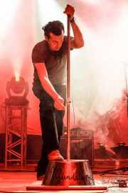 Paco Luis Martos, washtub bass, bajista y guitarrista de Guadalupe Plata (04/05/2012)