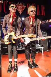 "Michael ""Olga"" Algar -cantante y guitarrista- y Tom ""Tommy Goober"" Blyth -bajista- de The Toy Dolls, Barakaldo. 2012"