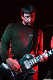 Roberto Ruiz, guitarrista de Arenna, Sala Azkena, Bilbao. 2012