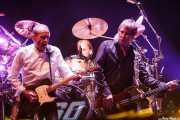 """Francis Rossi -guitarrista y cantante-, Matt Letley -baterista,- y John """"Rhino"""" Edwards -bajista- de Status Quo (14/06/2012)"""