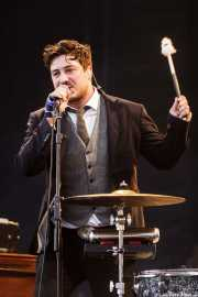 Marcus Mumford, cantante, guitarrista y baterista de Mumford & Sons, Bilbao BBK Live, Bilbao. 2012