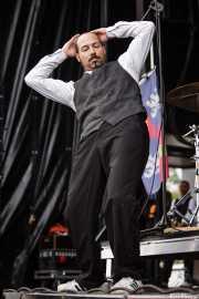 """Mathieu Jourdain """"Phil"""", baterista de The Inspector Cluzo (Bilbao BBK Live, Bilbao, 2012)"""