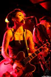 "Kenda ""Twisted"" Legaspi -voz y guitarra- y Daniel Flamm -guitarra- de The Creepshow (Magnet Club, Berlin, 2012)"