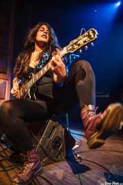 Ainhoa Unzueta, guitarrista de Zuloak, Kafe Antzokia, 2012