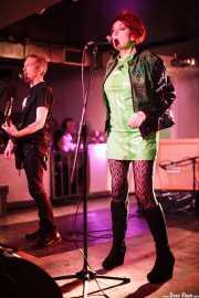 Jim Brady -guitarra- y Fay Fife -voz- de The Rezillos (, , 2012)