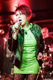 Fay Fife -voz- y Angel Paterson -batería- de The Rezillos (, , 2012)