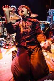 Baterista y RJ Sinclair -voz y teclado- de  Tokyo Sex Destruction (Kafe Antzokia, Bilbao, 2013)