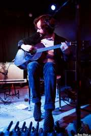 Casey Laforet, guitarrista y bass pedal de Elliott Brood, Sala Azkena, 2013