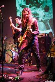 Roper -bajo- y Txus Alday -guitarra- de Mati and The Kozmic Guests (Teatro Campos, Bilbao, 2013)