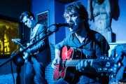 Álvaro Segovia, guitarrista junto a Julien Elsie, cantante y guitarrista (10/05/2013)