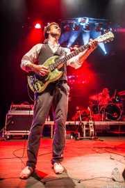 Ben Azzi -batería- y Dylan Fitch -guitarra- de The Delta Saints, Kafe Antzokia, Bilbao. 2013