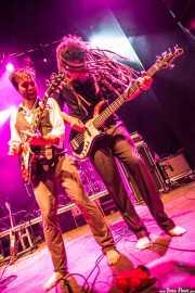 Dylan Fitch -guitarra- y David Supica -bajo- de The Delta Saints, Kafe Antzokia, Bilbao. 2013