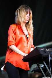 Alejandra Diez, teclista de Toy (Bilbao BBK Live, Bilbao, 2013)