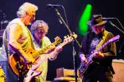 "Frank ""Poncho"" Sampedro -guitarrista-, Billy Talbot -bajista-, Neil Young -guitarrista y cantante- de Neil Young & Crazy Horse, Stade Aguiléra. 2013"