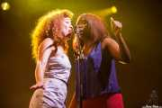 Kendra Foster y Tonysha Nelson, cantantes de George Clinton's Parliament Funkadelic, Stade Aguiléra. 2013