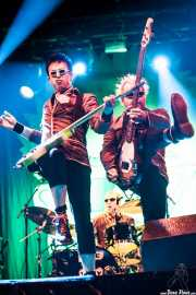 "Michael ""Olga"" Algar -cantante y guitarrista- y Tom ""Tommy Goober"" Blyth -bajista- de The Toy Dolls, Bilbao. 2013"