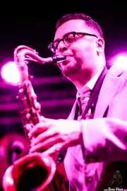 "Piergiorgio ""Pjt"" Elia, saxofonista de Sister Cookie with The Mad Tubes (Funtastic Dracula Carnival, Benidorm)"