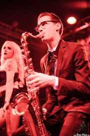 Trixie Malicious -Go-go- y Spencer Evoy -voz y saxofón- de MFC Chicken, Funtastic Dracula Carnival, Benidorm. 2013