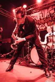 Spencer Evoy -voz y saxofón- y Ravi Low-Beer -batería- de MFC Chicken, Funtastic Dracula Carnival, Benidorm. 2013