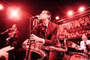 Fernando Terror -bajo-, Spencer Evoy -voz y saxofón- y Ravi Low-Beer -batería- de MFC Chicken, Funtastic Dracula Carnival, Benidorm. 2013