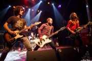 Julen Irazoki -guitarrista-, Mikel Larratxe -cantante-, Inaxio Agara -baterista-, Xiker Salaberria -bajista- y Joseba B. Lenoir -guitarrista- de Sexty Sexers, Kafe Antzokia, Bilbao. 2013
