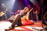 Inaxio Agara -baterista-, Xiker Salaberria -bajista- y Joseba B. Lenoir -guitarrista- de Sexty Sexers, Kafe Antzokia, Bilbao. 2013