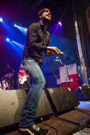 Mikel Larratxe -cantante- y Joseba B. Lenoir -guitarrista- de Sexty Sexers, Kafe Antzokia, Bilbao. 2013