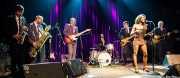 Marc Lloret y Nicolás Rodriguez-Jauregui -saxofonistas- Lalo López - guitarrista-, Marc Benaiges -baterista-, Daniel Segura -bajista-, Koko-Jean Davis -cantante- y Adrià Gual -guitarrista- de The Excitements, Kafe Antzokia, 2013