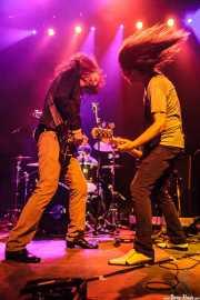 Jeff McDonald -voz y guitarra- y Steven McDonald -bajo y voz- de Redd Kross, Kafe Antzokia, Bilbao. 2014