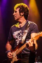 Eduardo Pinilla, guitarrista de Burning, Kafe Antzokia, Bilbao, 2014
