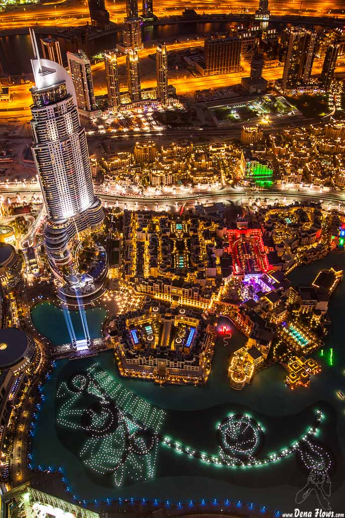 The Address Downtown Dubai Hotel, Souk Al Bahar & Dubai Fountain desde el piso 124 de la Burj Khalifa 109 Vacaciones Marzo 2014 Emiratos Arabes Unidos Dubai