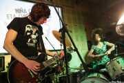 Koldo Soret -cantante y guitarrista- y Úrsula Strong -baterista- de Niña Coyote eta Chico Tornado, Hika Ateneo. 2014