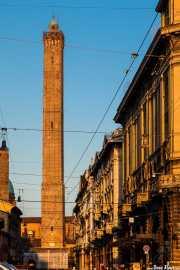 Via Franzesco Rizzoli y Torre Asinelli, Via Francesco Rizzoli, 6, 2014