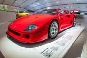 Ferrari F40 1987. Exhibición de coches en la casa-museo de Enzo Ferrari, Via Paolo Ferrari, 85, 2014
