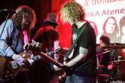 Warner E. Hodges -guitarra-, Dan Baird -voz y guitarra-, Mauro Magellan -batería- y Micke Nilsson -bajo- de Dan Baird and Homemade Sin (Hika Ateneo, Bilbao, 2014)