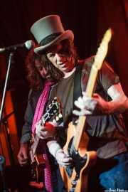 Warner E. Hodges -guitarra- y Dan Baird -voz y guitarra- de Dan Baird and Homemade Sin (Hika Ateneo, Bilbao, 2014)