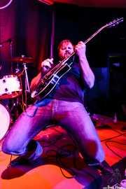 Aaron Moreland -guitarrista-, de Moreland & Arbuckle, Kafe Antzokia, Bilbao. 2014