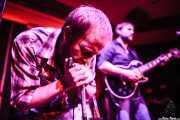 Dustin Arbuckle -cantante y armonicista- y Aaron Moreland -guitarrista-, de Moreland & Arbuckle, de Moreland & Arbuckle, Kafe Antzokia, Bilbao. 2014