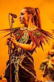 Clarissa Land, cantante de Crystal Fighters, Bilbao BBK Live, 2014