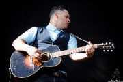 Mark Sasso, guitarrista, mandolinista, armonicista, banjista de Elliott Brood, Bilbao BBK Live, 2014