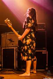Fiona Kitschin, bajista de The Drones, Kafe Antzokia, 2014