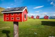 Buzón y casas de huéspedes en Eskifjörður, Islandia, 2014